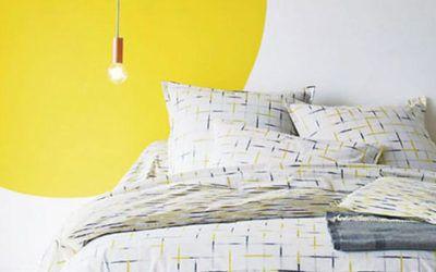 Formas de color en la pared